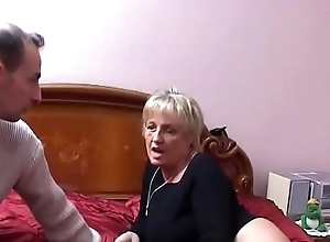 Two mature Italian sluts share the young nephew'_s cock