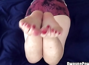 Mature Lady Shows Feet and Ass