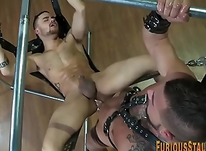 Buff hunk in leather cums