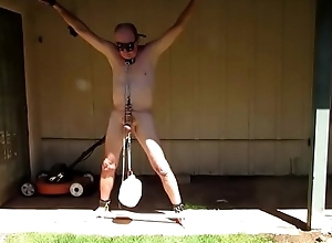 Slave Z is tied up after a long time Mistress goes to the partition off