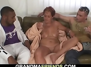 Granny gets double-banged in enclosing her fuck-holes