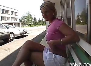 Regard for the chilling cold chick gives hot outdoor oral-stimulation