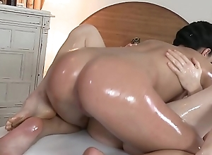 Sapphic massage babe getting finger fucked