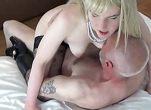 Ulf Larsen sucked hard by whore Angel