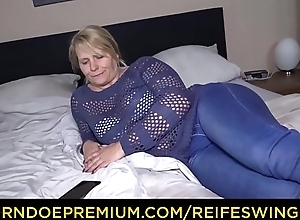REIFE SWINGER &ndash_ Mature German blonde passionate home sex