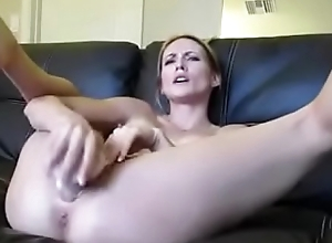 Hot Girl squirts in bowl www.sexHD.co.vu